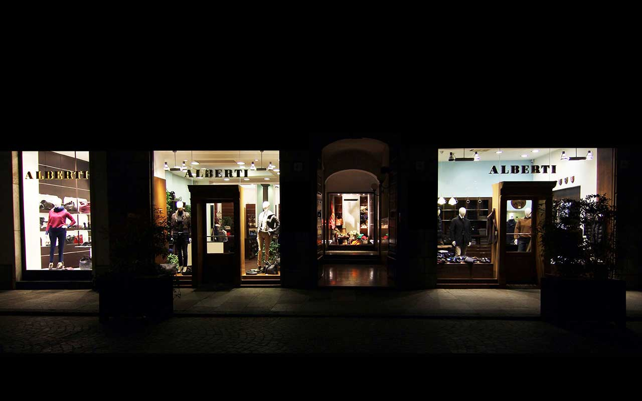 vetrina negozio abbigliamento
