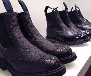 paio di scarpe da uomo verdi