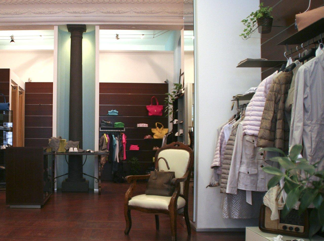 angolo giacche in un negozio di abbigliamento