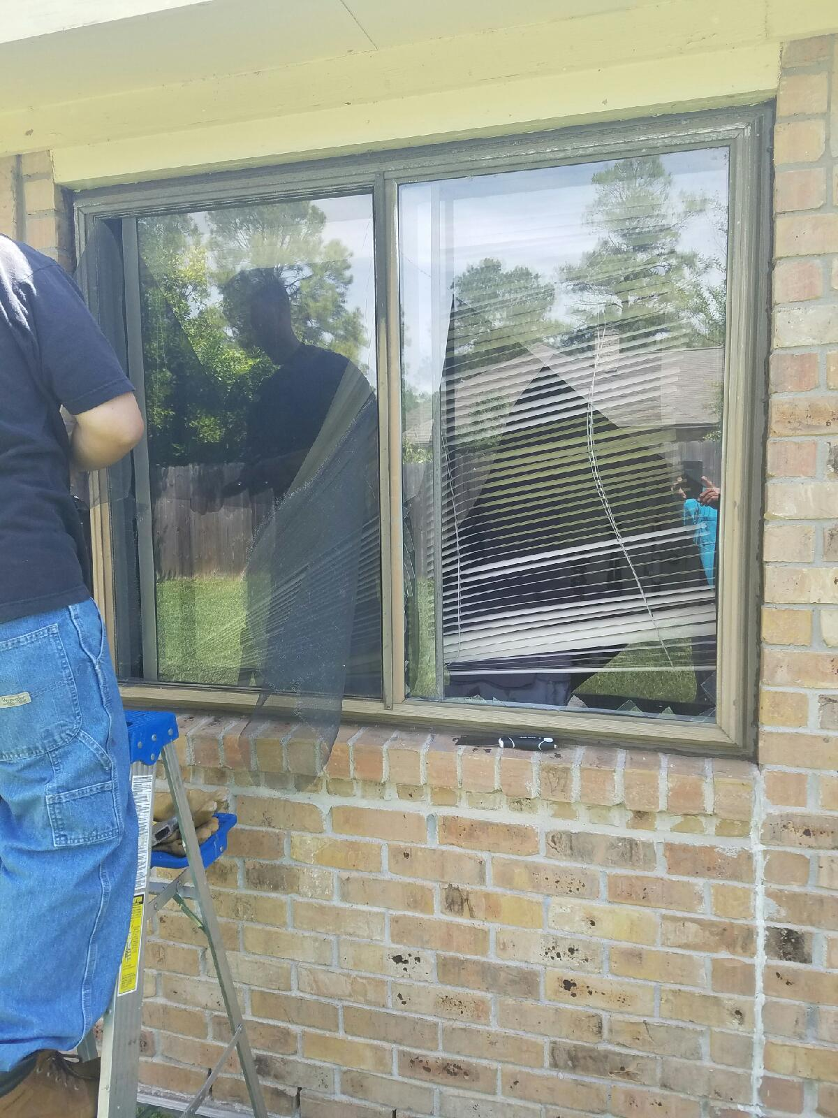 Mirror replacement needed in Sugar Land, TX
