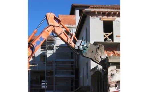 PINZA FRANTUMATRICE VTN FP 15  montato su escavatore ql 215