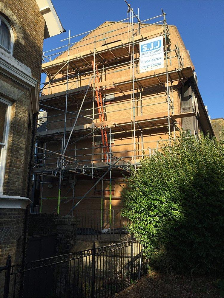 SJJ Scaffolding on block of flats