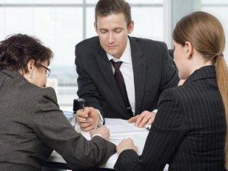 Consulente finanziario con clienti