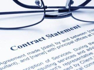 Occhiali su proposta di contratto