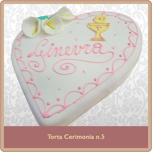 torta cerimonia a forma di cuore bianca con scritta rosa
