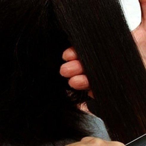 particolare di un taglio di capelli