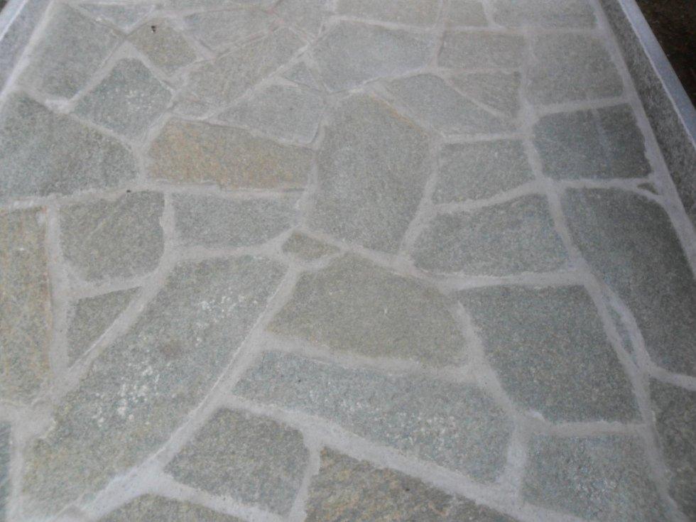 Pavimentazione in pietra irregolare