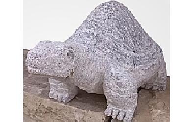 Statua in pietra di una tartaruga