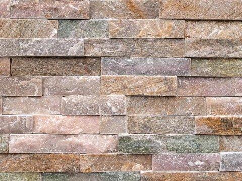 Muro rivestito in pietra