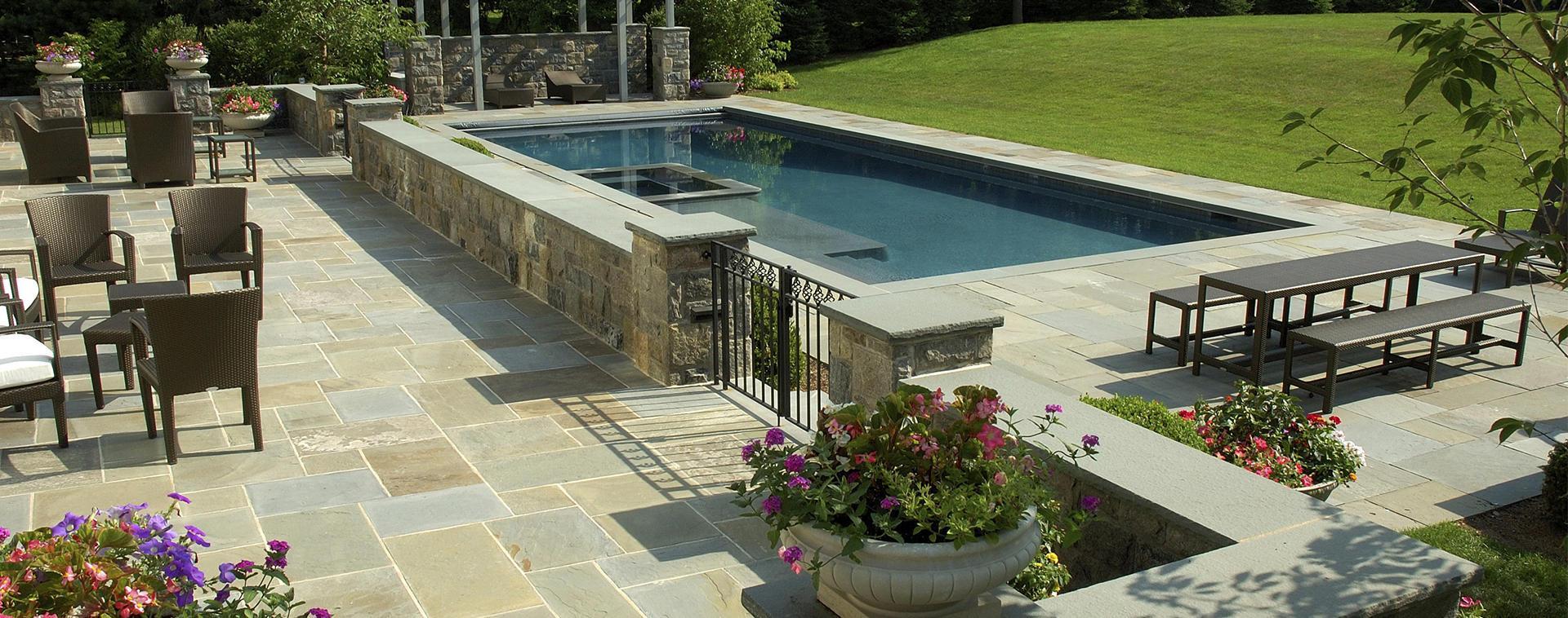 pavimento naturale in pietra con piscine