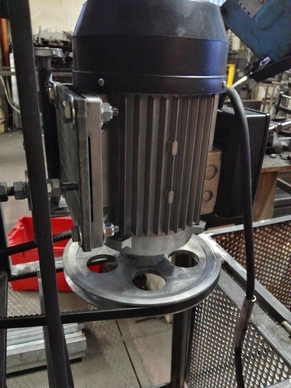 mulino macina zucchero vista motore con sistema di regolazione