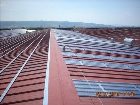 Coperture industriali con barre per pannelli fotovoltaici