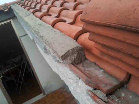 Altro particolare del tetto danneggiato