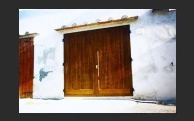 portone garage a doghe verniciato a effetto legno