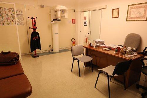 scrivania per consulenze dentistiche