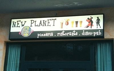 Insegna New Planet
