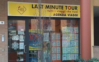 Insegna Last Minuteour