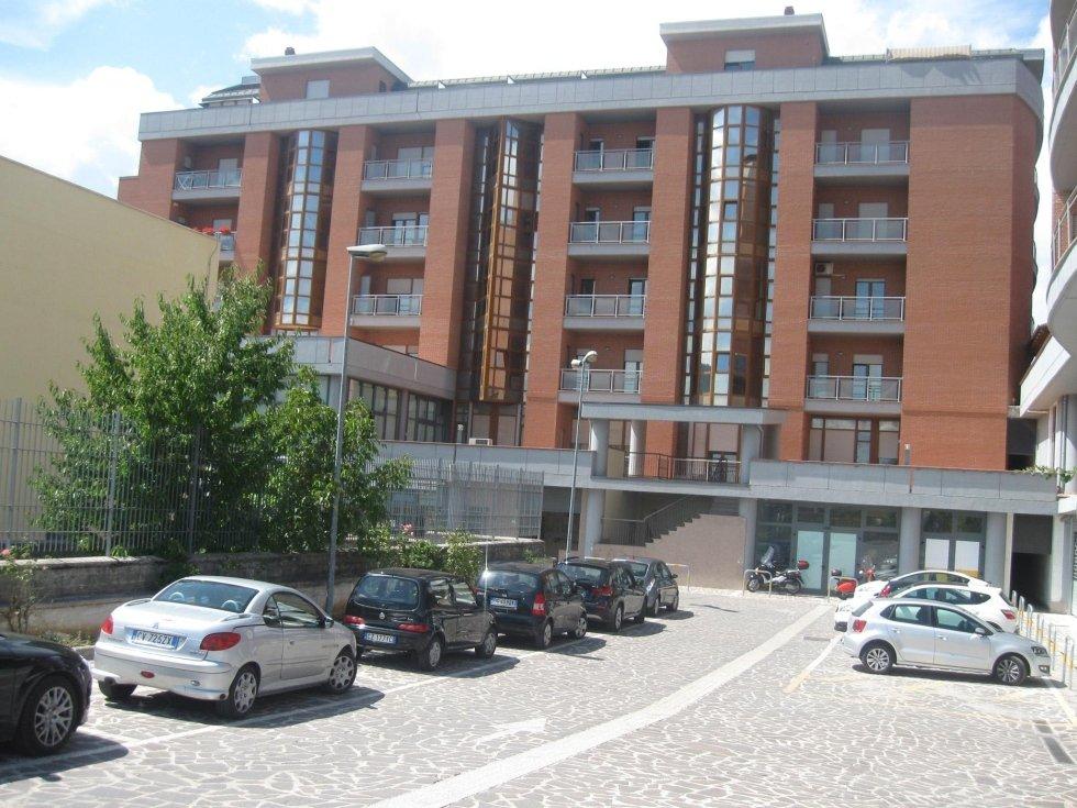 appartamenti e locali commerciali in affitto a L
