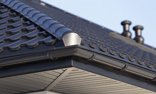 le finiture del tetto di una casa