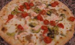 Pizza gamberetti, zucchine e pomodorini