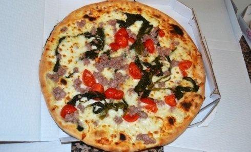 pizza pomodorini, salsiccia e friarielli