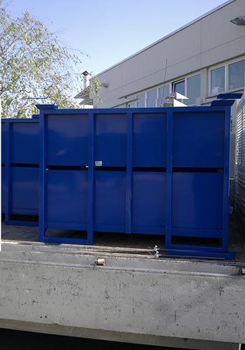 un container di color blu