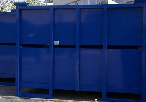 un container blu