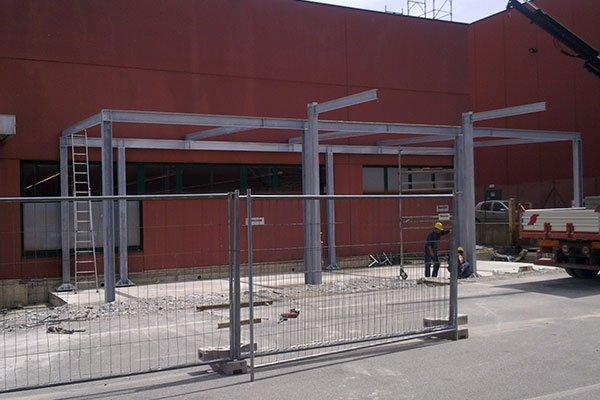 Installando una struttura di metallo