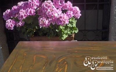 Fioriera con gerani rose