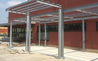 Struttura d'acciaio su pilastri di acciaio