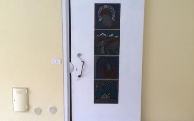 Porta esterna con design centrale