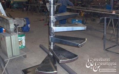 Scale a chiocciola in acciaio