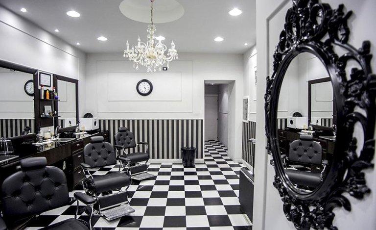 salone di barbiere per taglio barba e capelli uomo