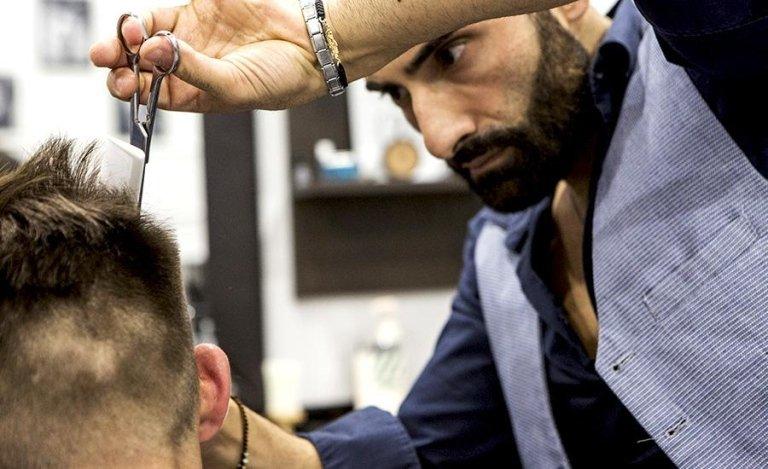 servizio di taglio capelli, con possibiltà di sfumatura