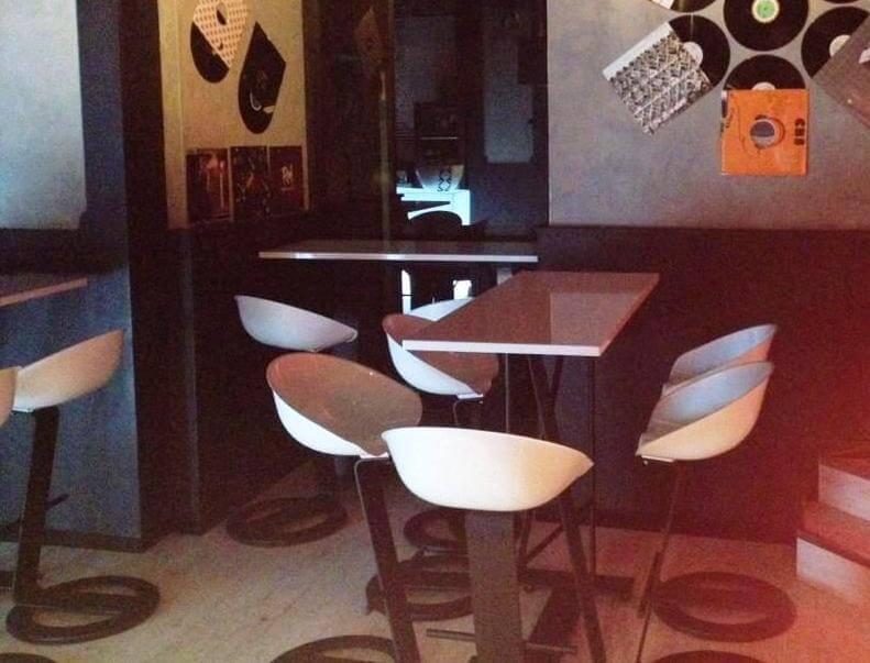 tavolo leonard e sgabelli