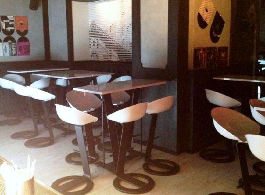 interno ristorante con sgabelli leonard