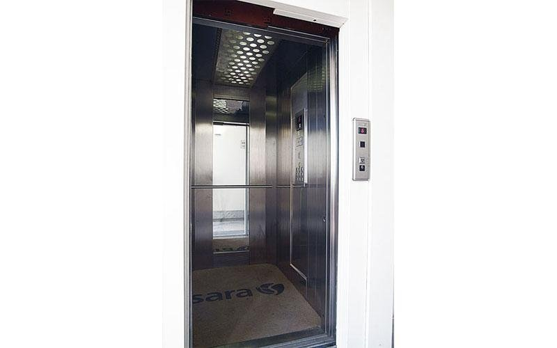 ascensore in acciaio