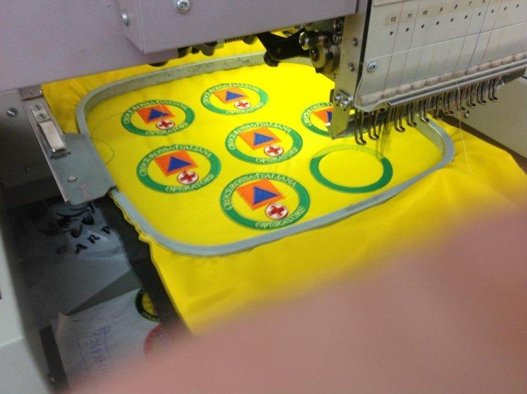 ricami su divise, personalizzazione abbigliamento