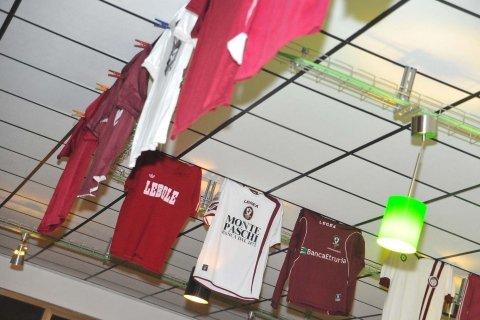 ricami su magliette, personalizzazione abbigliamento sportivo
