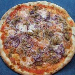 pomodoro, mozzarella, cipolle, tonno