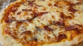 pizza bianca, pizza senza pomodoro, acciughe