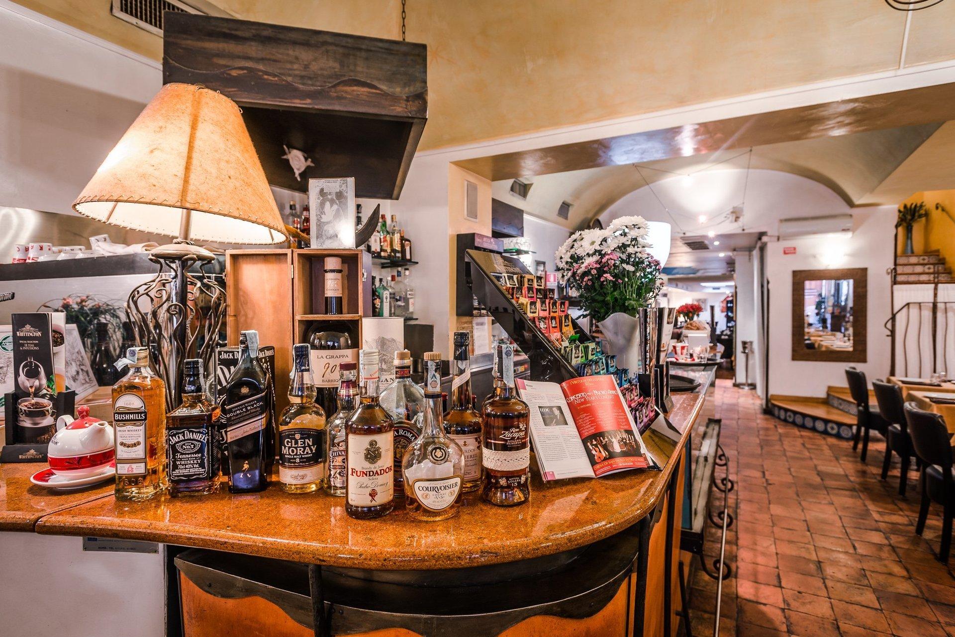 Ristorante e aperitivo tavoli all 39 aperto roma centro piazza di spagna antica osteria croce - Ristorante con tavoli all aperto roma ...