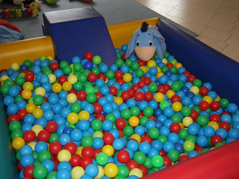 vasca con le palline per bambini