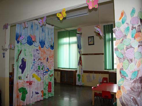 angolo del teatro all'interno della scuola dell'infanzia