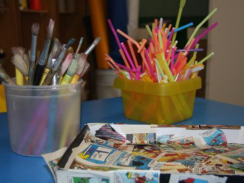 pennelli e cannucce per bambini