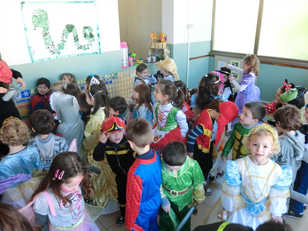 bambini vestiti da carnevale