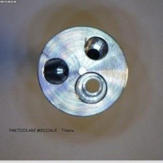 Particolare medicale in titanio