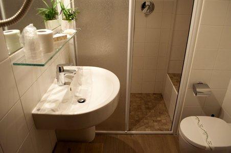 lavabo con specchio