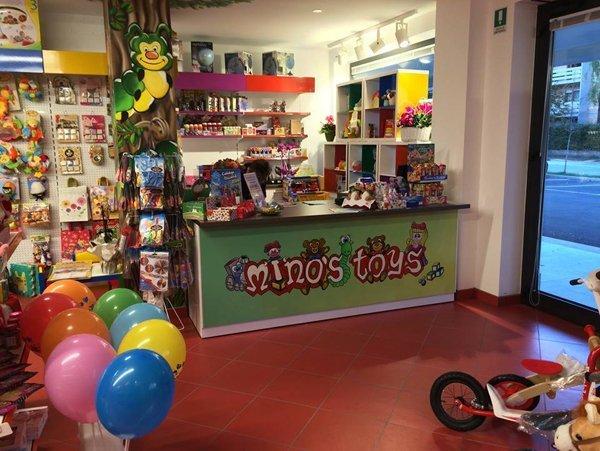 Giocattoli per bambini al negozio Mino's Toys