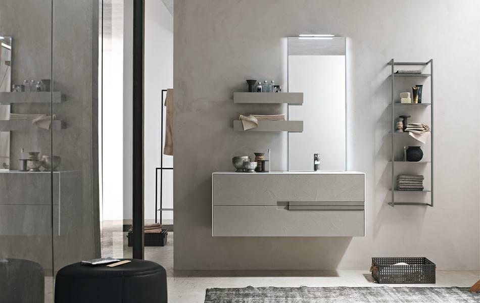 Sala di bagno in marmo beige, grande specchio
